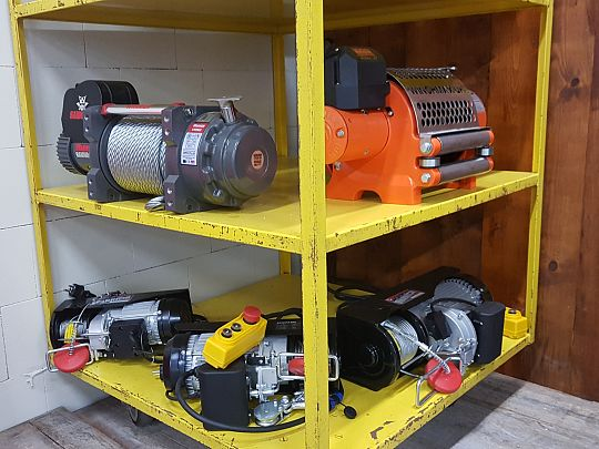 Industrial winches 03.jpg